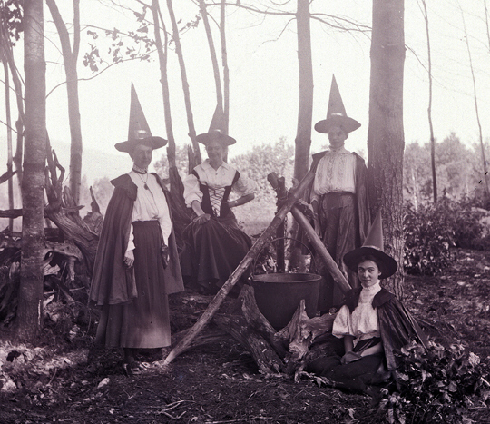"""abuses in power masked by the salem witch hunt The modern day witch-hunt by noel hunter, psyd  in the same vein as burning the witches in salem, murphy and others are suggesting that we essentially """"round ."""